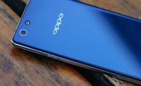 Oppo R1C с экраном из гнутого стекла 2.5D «засветился» на новых фото