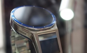 Lenovo Magic View — часы с двумя экранами